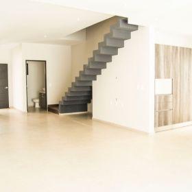 Casa en pre venta ubicada en esquina con área verde , residencial AQUA, Cancun .