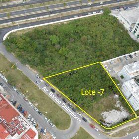 Magnifica Ubicación Terreno en Venta de Uso Mixto en Av, Bonampak Cancun