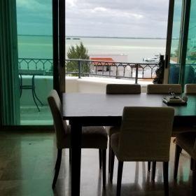 Venta Cancun Penthouse en Zona hotelera frente a laguna con muelle yate 50 pies.